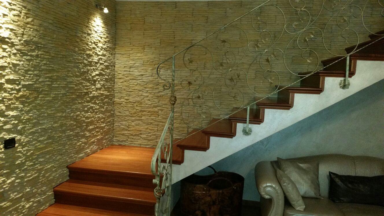 Lavori rinnovare con la pietra for Sala di piani quadrati a chiocciola
