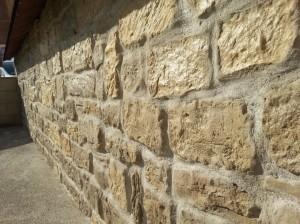 Roccia antica mix grigio-ocra e giallo-sinai