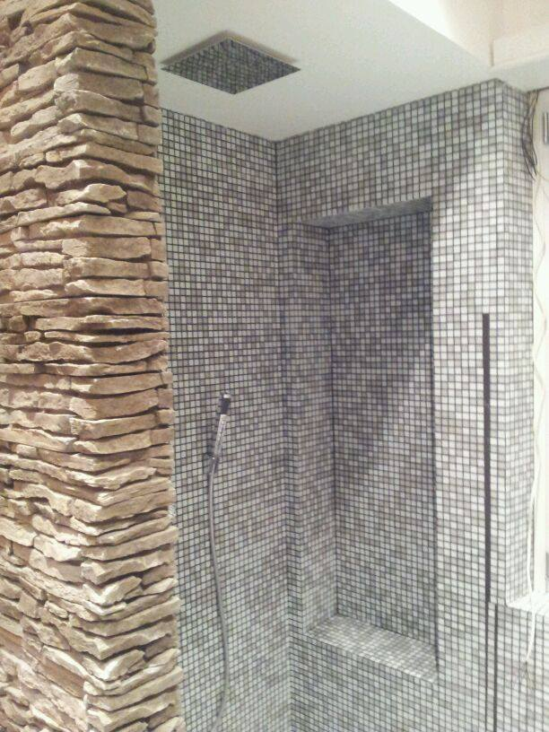 Il bagno rinnovare con la pietra - Rivestimento finta pietra interno ...
