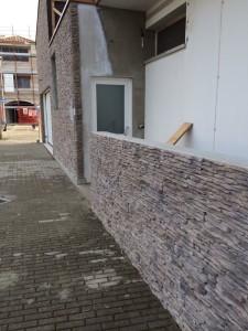 Esterni rinnovare con la pietra - Zoccolo esterno facciata ...