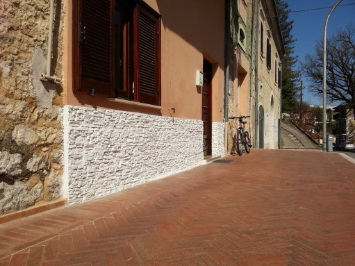 Muro recinzione con Petra giallo sinai elemento pietra ricostruita Primiceri Roma bianco esterni interni antigeliva