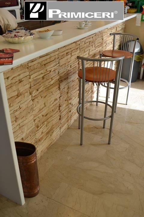 Locali commerciali rinnovare con la pietra for Bancone con angolo