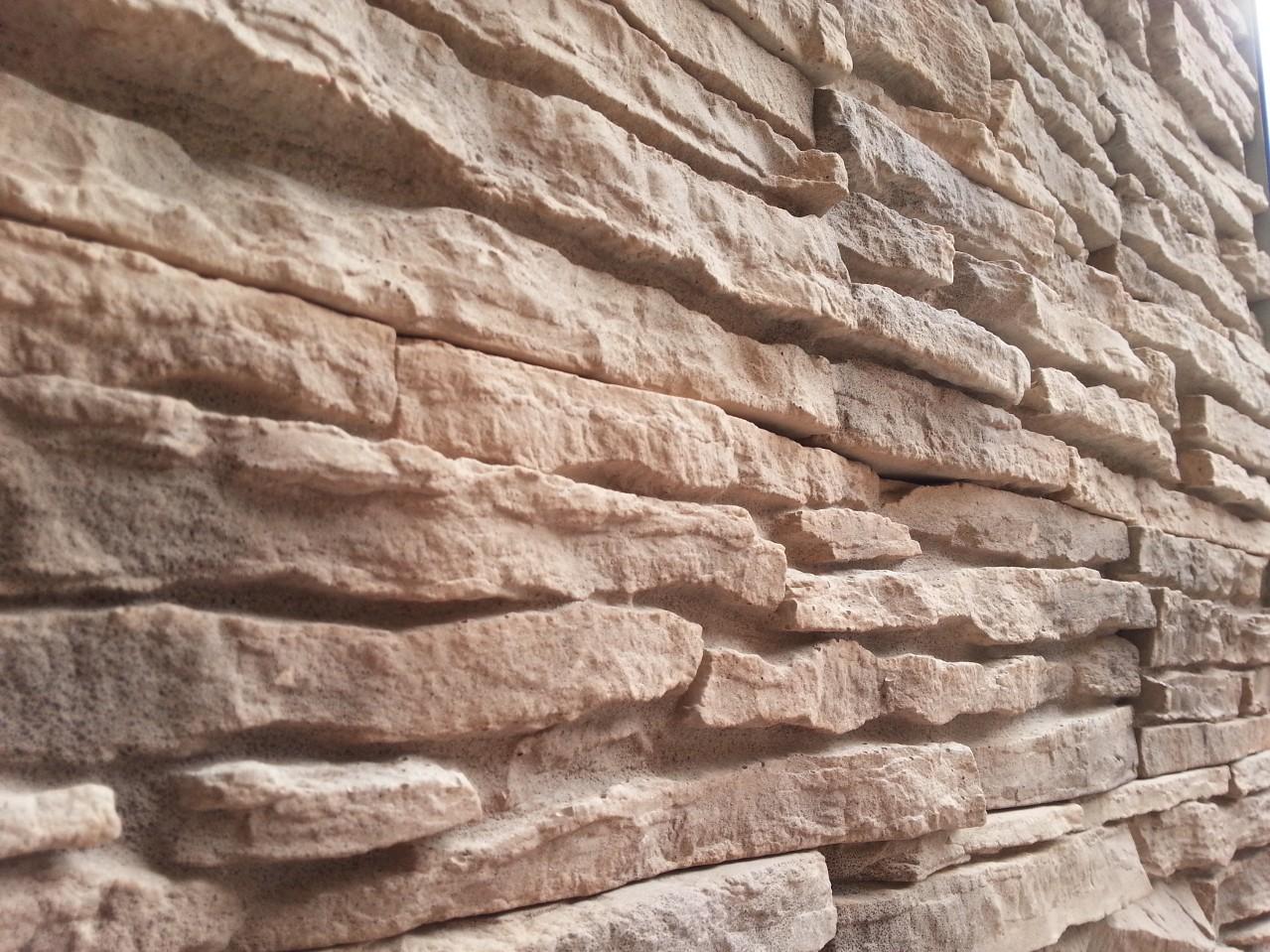 Di cosa parliamo quando parliamo di pietra ricostruita for Listino prezzi pannelli finta pietra