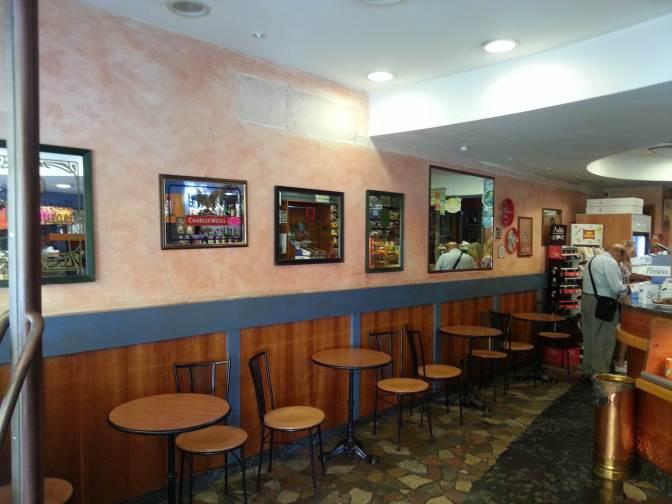 Il bar com'era prima dei lavori