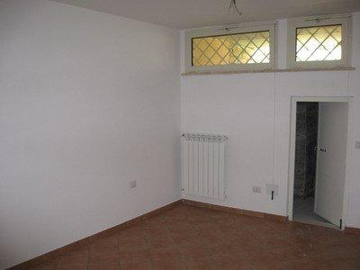 Parete sala hobby,, problemi umidità nei muri, si può rivestire muro umido? Come mascherare umidità, come nascondere umidità