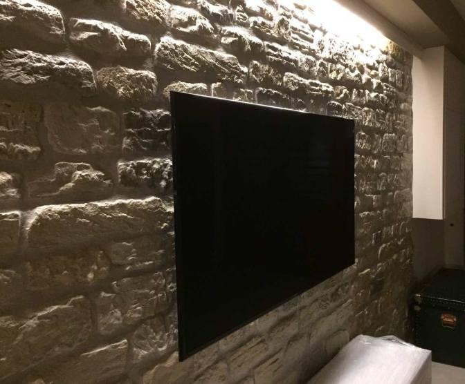 come illuminare una parete di pietra