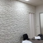 Petra at work, pareti in un ufficio