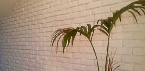 parete mansardda mattoni bianchi