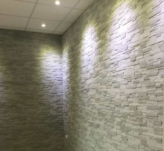 dettagli parete in Quarzite grigio perla