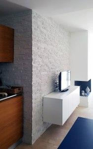 rivestimento soggiorno roma, pietra ricostruita roma, arredare con la pietra, finta pietra, rivestimenti interni