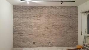 Mattone grigio stonalizzato, rivestimenti mattone soggiorno, finto mattone roma, rivestimento interno in mattoni roma