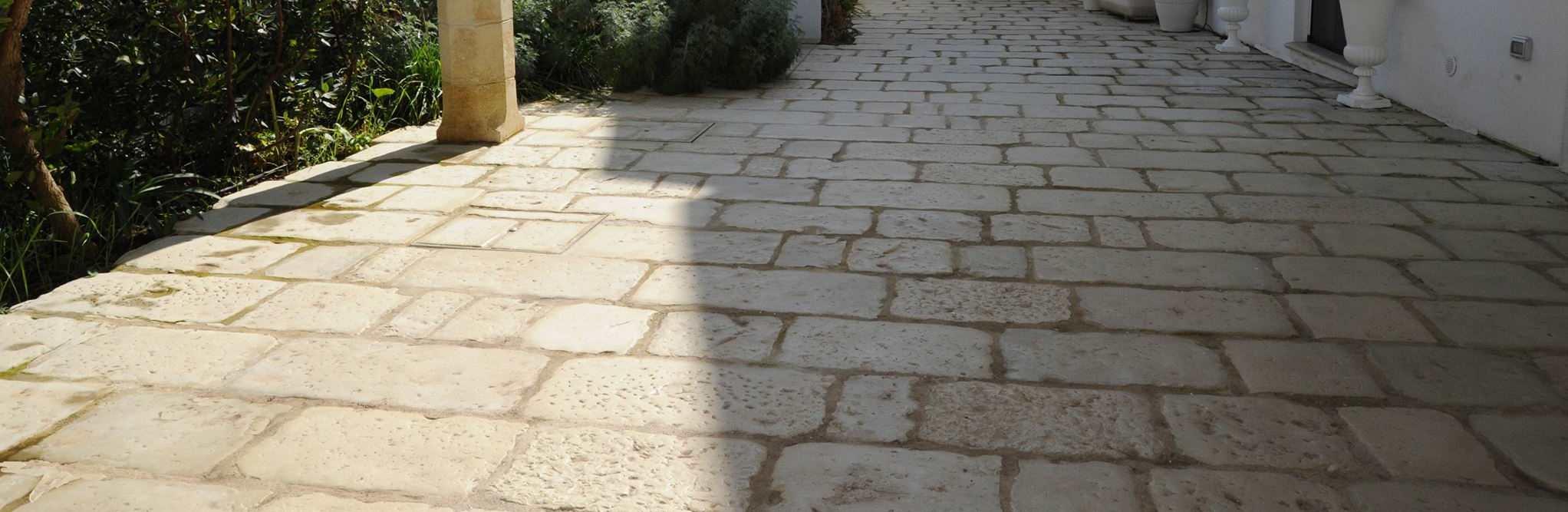 Pavimentare un esterno rinnovare con la pietra - Posa piastrelle a correre ...