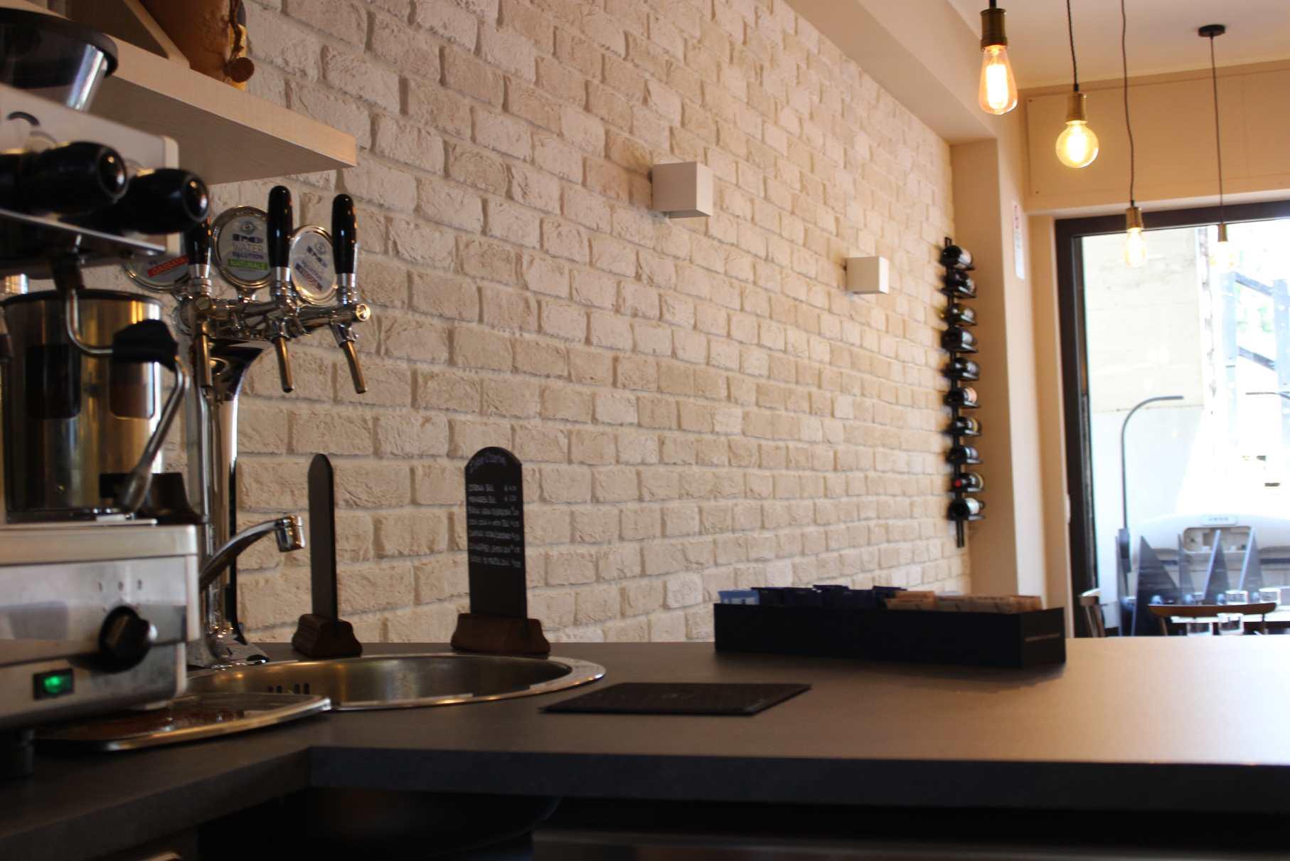 Un altro ristorante in mattone bianco rinnovare con la - Parete pietra ricostruita ...