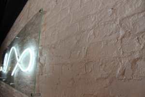 Pareti in finti mattoni, Pareti pannelli mattoni, Mattoni su parete, foto di parete in mattoni, Mattoni, Mattoncini in pietra ricostruita, mattoni in gesso, mattoni in polistirolo, rivestimenti mattoni prezzo, posa in opera mattoni roma, quanto costa rivestire una parete in mattoni, rinnovareconlapietra, montaggio parete mattoni, mattoni fai da te, arredamento negozi, mattoncini su parete