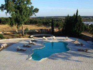 piscina in costruzione, pavimenti per piscina, i mgiliori pavimenti per piscina