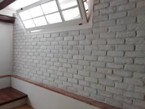 come posare una parete in mattoni